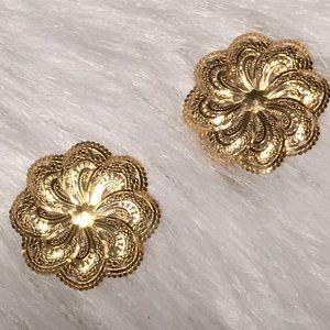 Vintage Very Detailed Gold Flower Pierced Earring